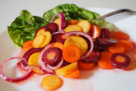 Karottensalat mit Blutorangendressing